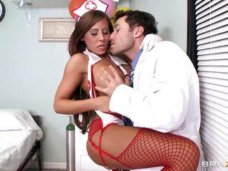 Секс с классным доктором
